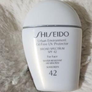Shiseido Oil-Free UV Protector Sunscreen SPF 42